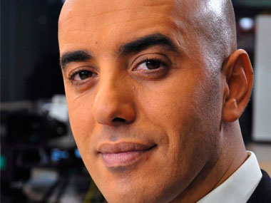 Notorious French gangster Redoine Faid flees Reau prison aboard hijacked helicopter; 2,900 policemen launch manhunt
