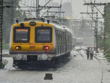 Monsoon weakens grip over Mumbai; IMD withdraws heavy rainfall alert but warns city of 'few spells of rain'