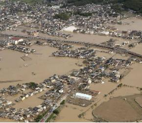 Japan flood leaves 122 dead, rescuers look through mud for survivors