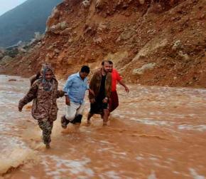 Cyclone pounds Yemeni island ahead of landfall on Yemen, Oman coast