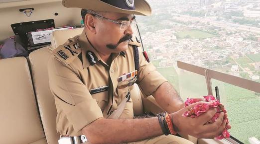 Uttar Pradesh: Kanwarias face DJ music, flowers drop from the sky